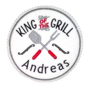 Bügelbild King of the Grill mit Wunschnamen – 13cm Durchmesser