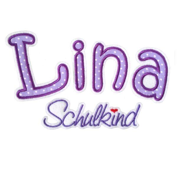 Schulkind mit Stoffbuchstaben in lila gestickt auf weiß Buchstaben ca 8cmgroß