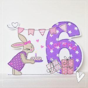 Doodle Hasengeburtstag mit Namen & Geburtstagszahl 1-9 flieder/rosa