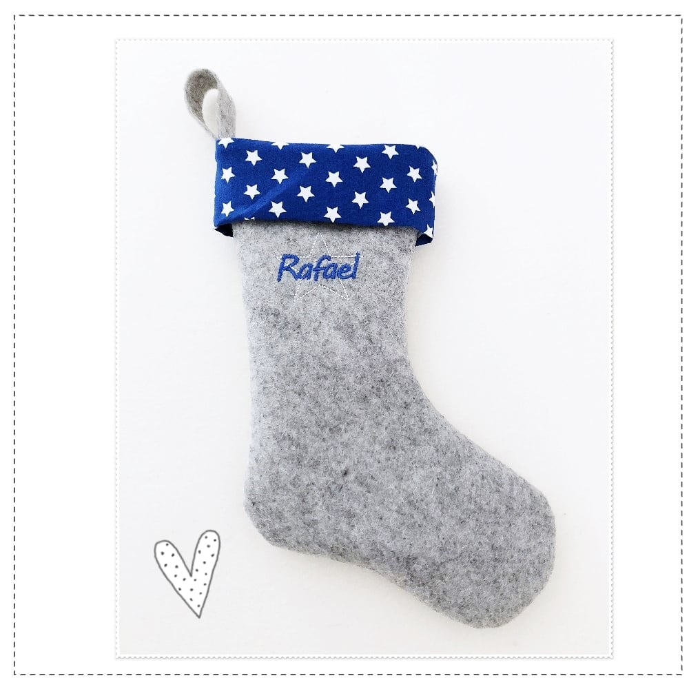 Nikolausstiefel in azurblau mit weißen Sternen bestickt mit Wunschnamen aus 100% reinen Wollfilz2