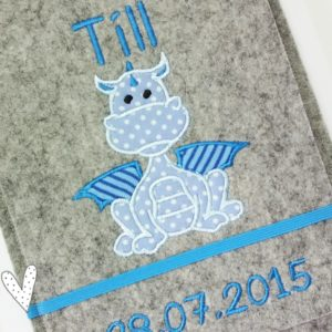 U-Hefthülle 100% Wollfilz – Drache in blau mit Wunschnamen