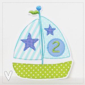 Versandfertig – Segelschiff mit einer 2 – mint/apfelgrün/himmelblau
