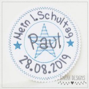 1.Schultag hellblau/mittelgrau- mit Wunschdaten – Stempelaufnäher – 13cm
