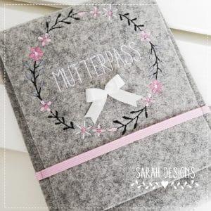 Versandfertig – Mutterpasshülle aus 100% Wollfilz in rosa/weiß