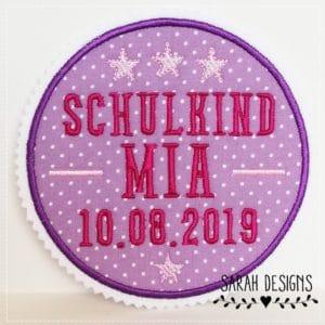 Schulkind helllila/pink/rosa – mit Wunschdaten – 13cm