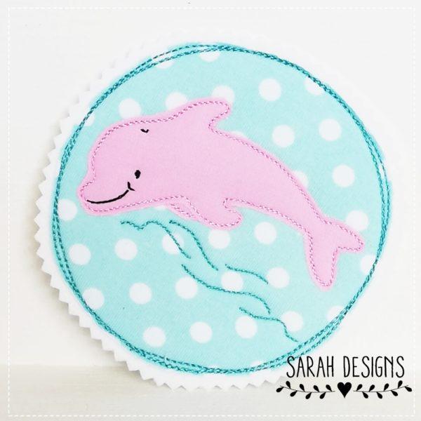 Delphin Aufnäher in mint mit rosa gestickt auf weissen Filz 11cm Durchmesser zum Aufbügeln