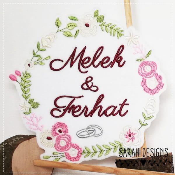 Türkische Hochzeit Aufnäher mit Wunschnamen und zwei Ringen gestickt auf weiss in einem Blütenkranz 15,5cm x 15,5cm Türkiye Wedding Hochzeit