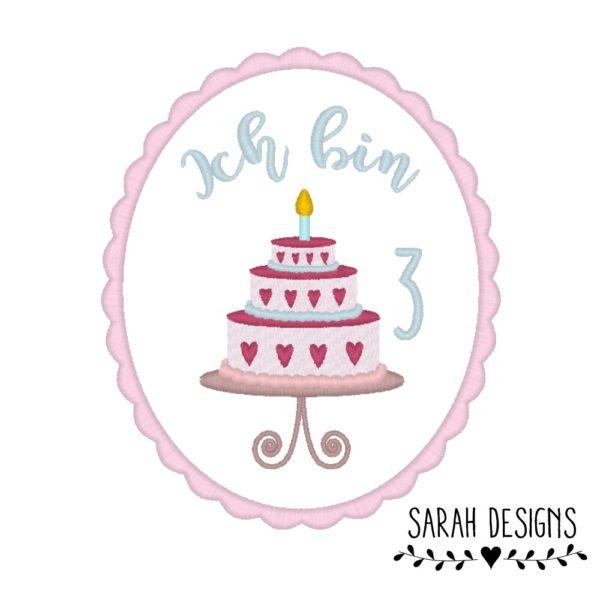 Geburtstagstorte mit Wunschnamen und Zahl nach Wahl gestickt auf weiss in rosa mit altrosa und pink 16,5cm x 13,5cm